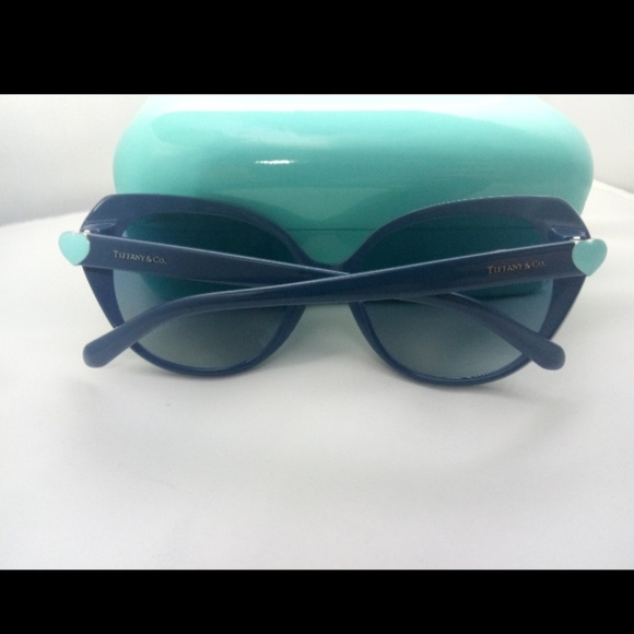 769f88b1d19a Tiffany   Co Dark Blue Cat Eye Sunglasses. M 5afa80e733162752f541220f